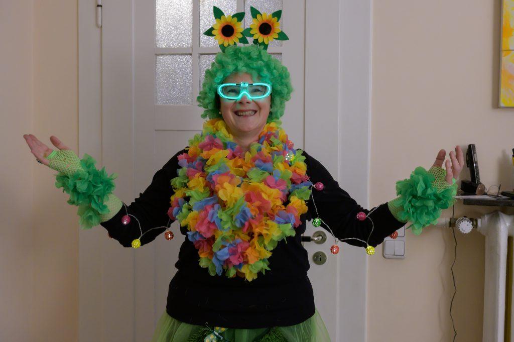 Nicole als Blumenkind zu Karneval 2020