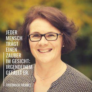 Foto von Nicole mit Zitat von Friedrich Hebbel: Jeder Mensch trägt einen Zauber im Gesicht; irgendeinem gefällt er.