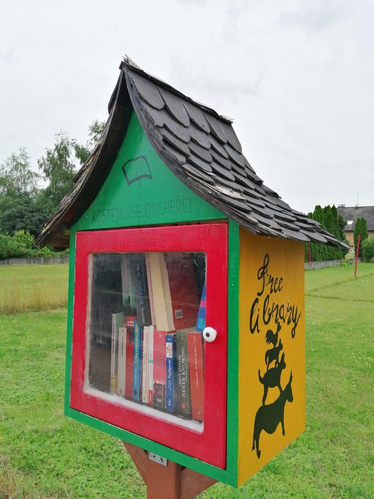 Ein hübscher Bücherschrank