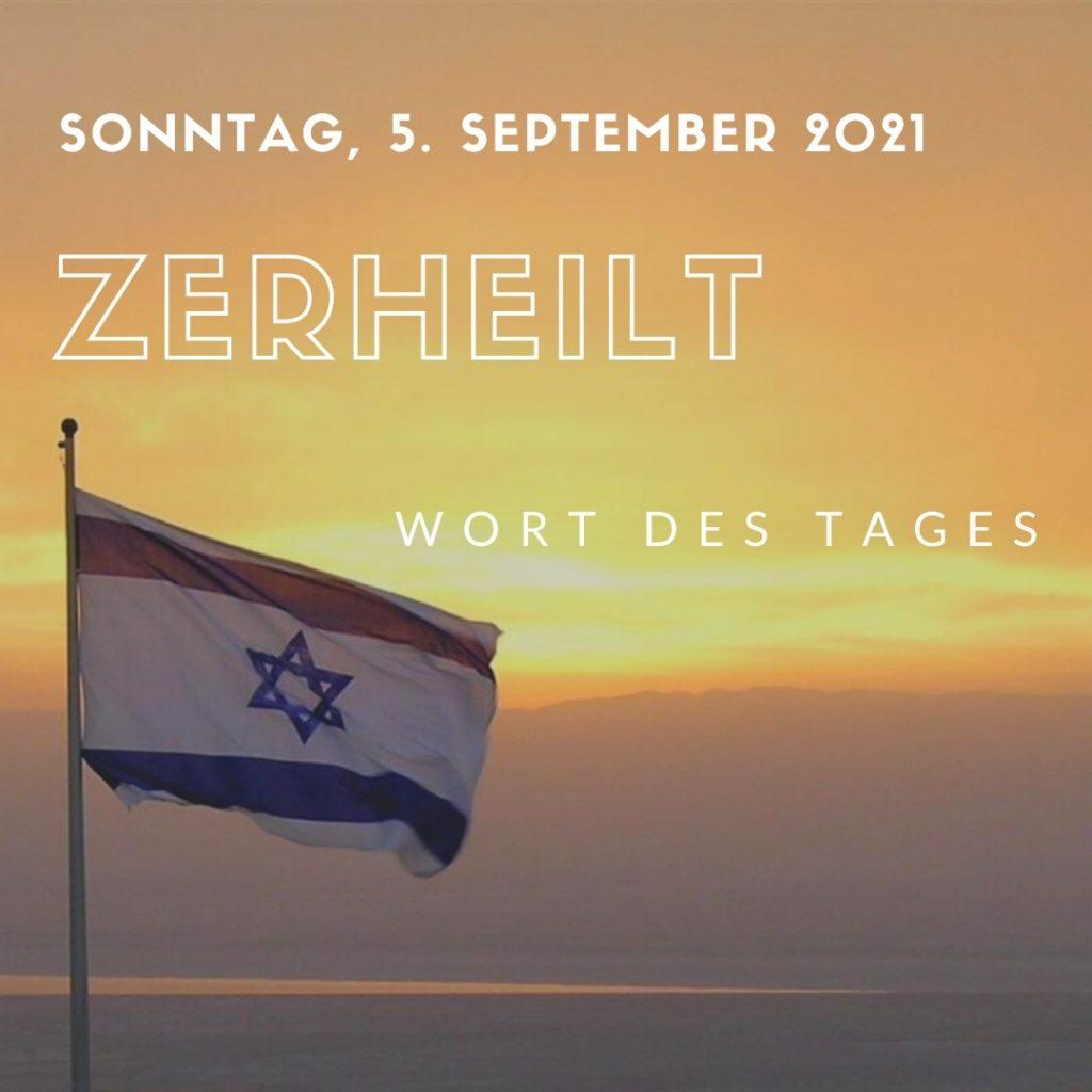 Fahne von Israel vor Sonnenaufgang mit dem Wort zerheilt